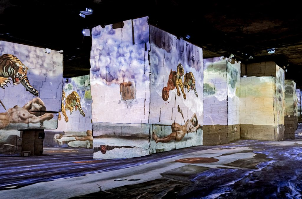 Definitely, the Atelier des Lumières, this former foundry created in 1835 and reopened in 2018 as a digital art center, knows how to make our mouths water with its programs: after Klimt in 2018, Van Gogh in 2019 and a trip to the Mediterranean shores in the company of Monet, Renoir and (among others) Chagall in 2020, we will leave, from February 12, 2021